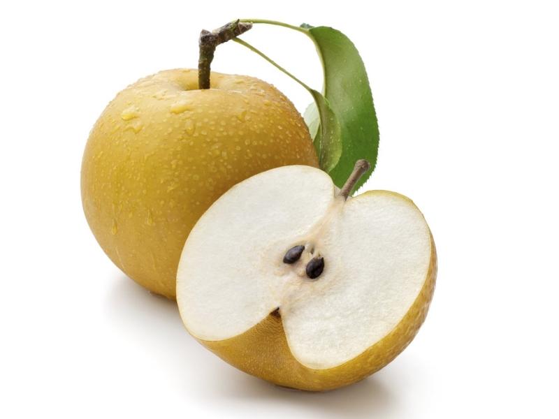 Ăn những loại trái cây giòn và nhiều chất xơ như táo, lê cũng góp phần cải thiện màu răng.