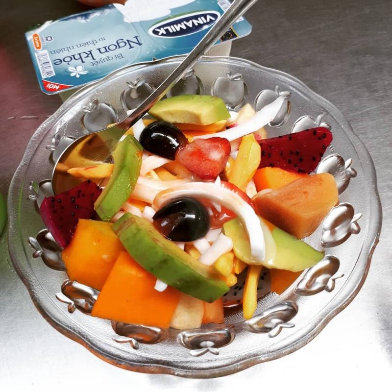 Tô hoa quả dầm đầy ụ kèm hộp sữa chua