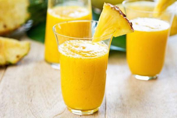 Axit tự nhiên và Bromelain có trong trái thơm có tác dụng ức chế sự xuất hiện của tế bào gốc tự do.