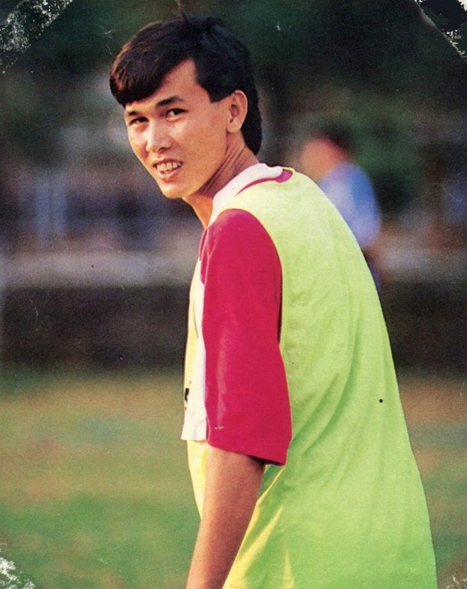 Hậu vệ phải xuất sắc nhất của bóng đá Việt Nam với lối chơi công thủ toàn diện.