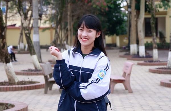 Khánh Vy xinh đẹp trong bộ đồng phục cấp 3