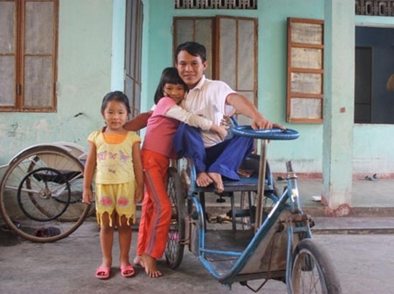 Trần Quốc Hoàn – Thầy giáo dạy học ngồi xe lăn