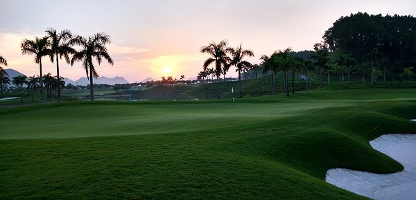 Hoàng hôn nên thơ tại sân golf