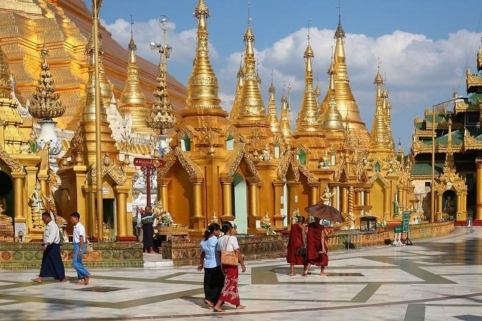 Luôn nhớ mang theo một tấm vải dài để quấn quanh người khi đi thăm chùa chiền