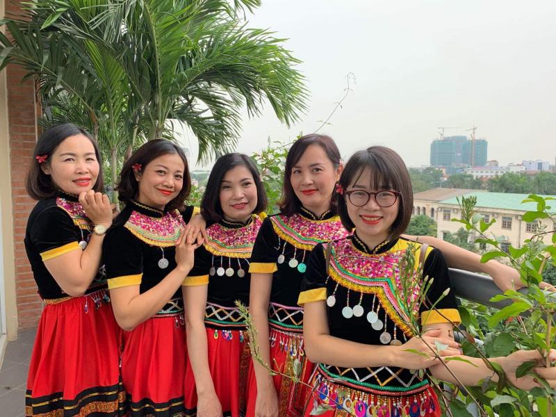 Trang phục biểu diễn Ánh Tuyết