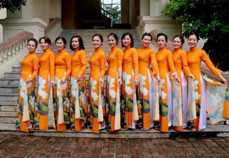 Trang phục biểu diễn Hồng Tỉnh