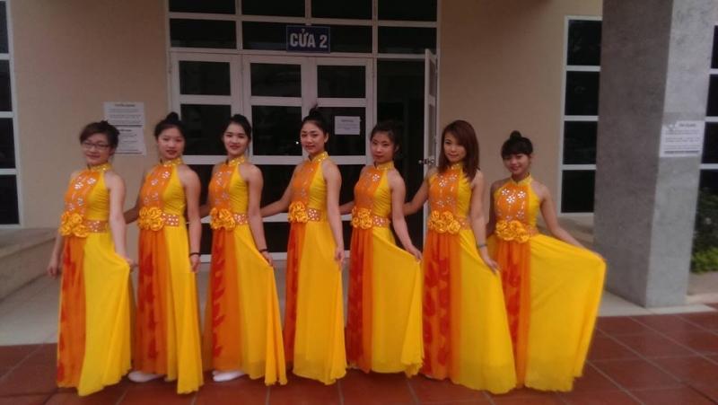 Trang phục biểu diễn Quỳnh Thu