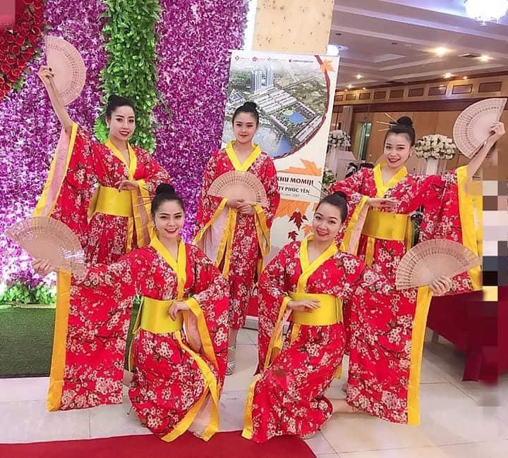 Trang phục biểu diễn Vân Anh
