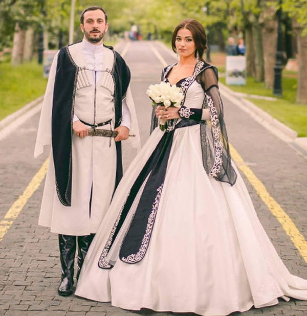 Top 15 trang phục cưới truyền thống đẹp và độc đáo nhất Thế giới