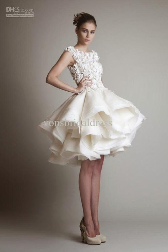 Váy ngắn giúp tiết kiệm chi phí và tận dụng được nhiều dịp sau này