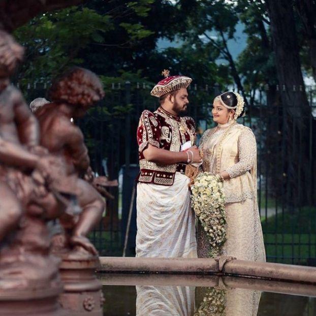 Cô dâu rạng rỡ với váy cưới truyền thống