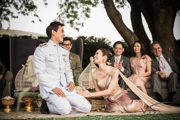 Cô dâu thu hút mọi ánh nhìn trong trang phục cưới truyền thống.