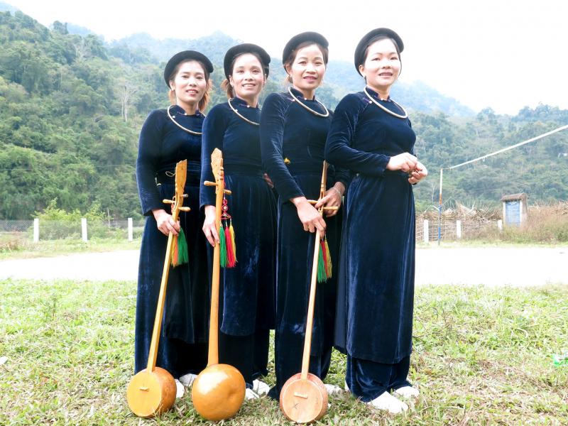 Trang phục dân tộc Tày khá đơn giản