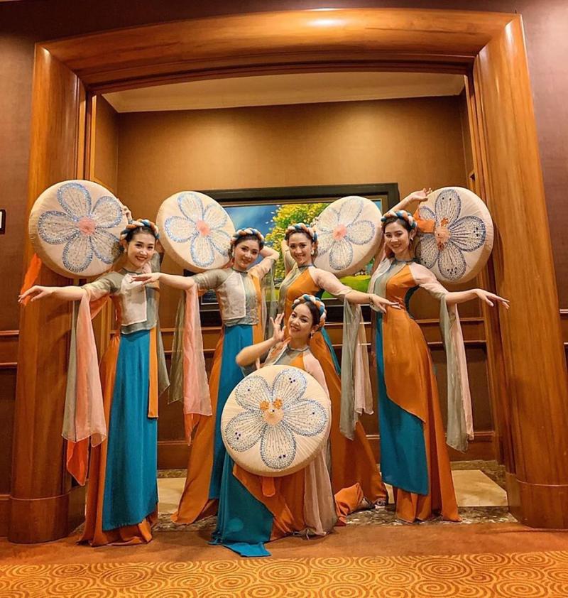 Trang phục Hồng Hạnh