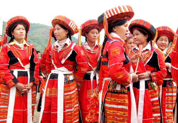 Bộ nữ phục Pà Thẻn nổi bật nhờ cách dùng màu của họ.