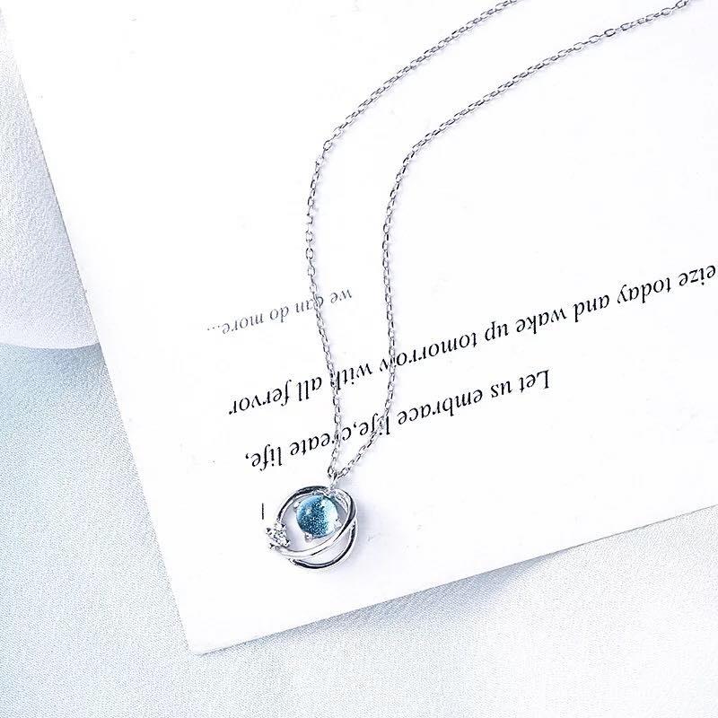 Những món đồ trang sức nhỏ xinh sẽ là gợi ý tuyệt vời dành tặng những người phụ nữ quan trọng vào những ngày lễ.