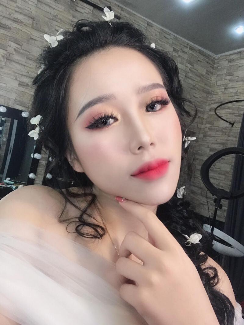 Trang Tây Make Up