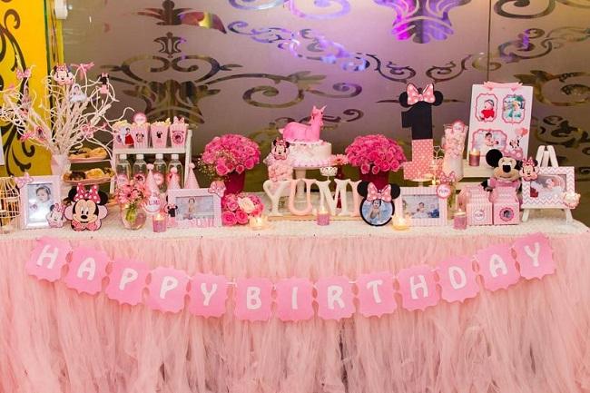 Trang trí bàn sinh nhật dễ thương theo chủ đề hoạt hình mà bé yêu thích
