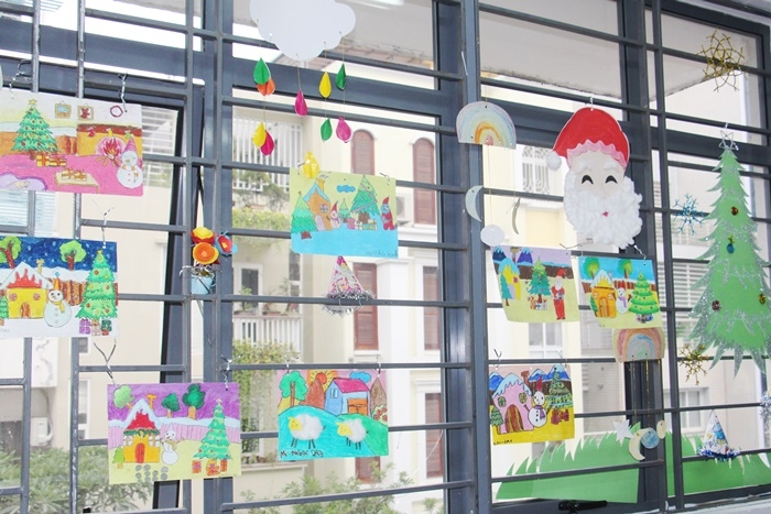 Trang trí cửa sổ lớp học