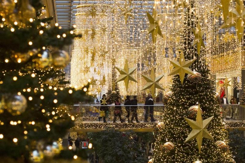 Trang trí Noel là công việc làm thêm Giáng sinh dành cho những bạn trẻ có óc thẩm mĩ