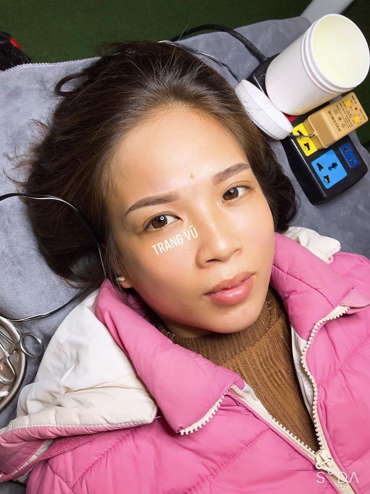 Dịch vụ làm lông mày đẹp tự nhiên cho khách hàng tại Trang Vũ Beauty Spa