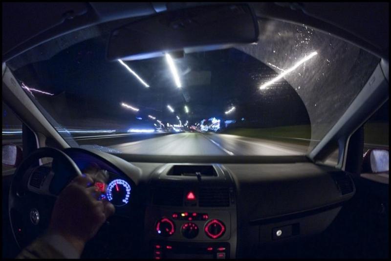 Tránh lái xe vào khung giờ ban đêm