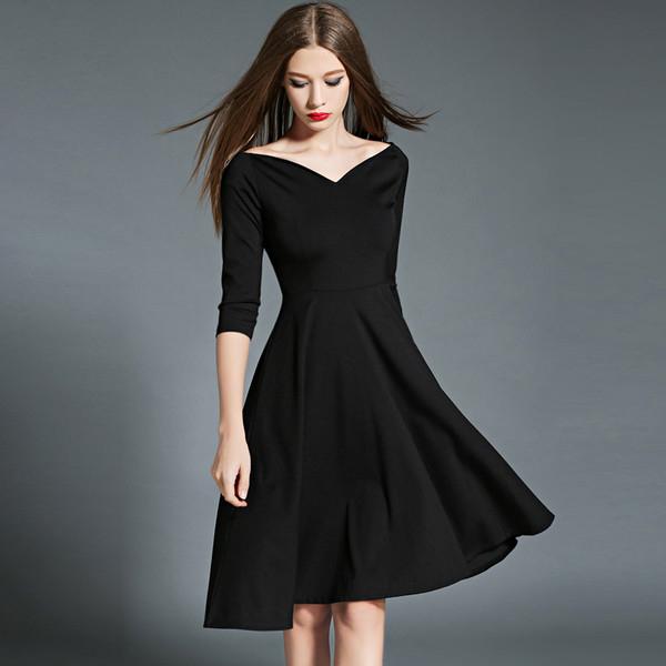 Tránh mặc đồ màu đen khi đi dự đám cưới
