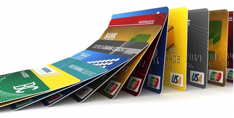 Bạn cần chú ý phí chuyển đổi khi sử dụng thẻ tín dụng ở nước ngoài