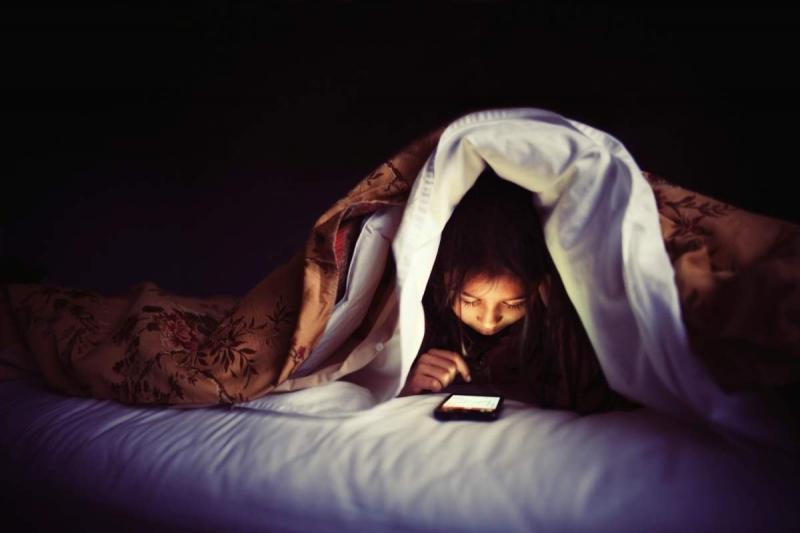 Hạn chế sử dụng điện thoại vào ban đêm