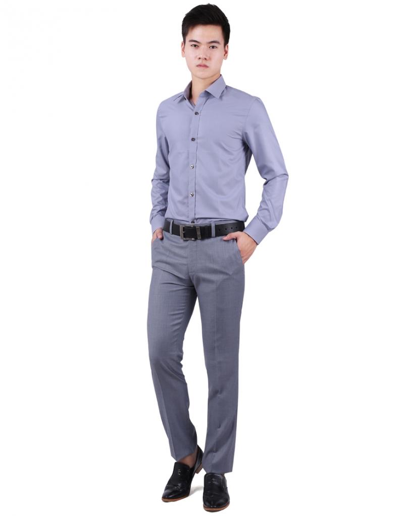 Độ cao cạp quần nên đến rốn hoặc cao hơn 1 - 2 cm là phù hợp nhất nhé các chàng
