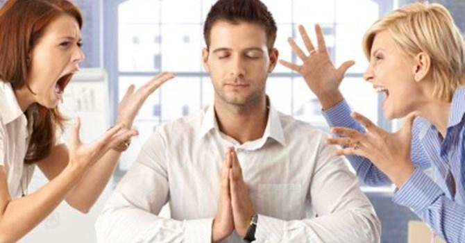 Những người tiêu cực sẽ thổi vào bạn những lối suy nghĩ tiêu cực nếu như không thoát khỏi họ hoặc co khả năng thay đổi họ.