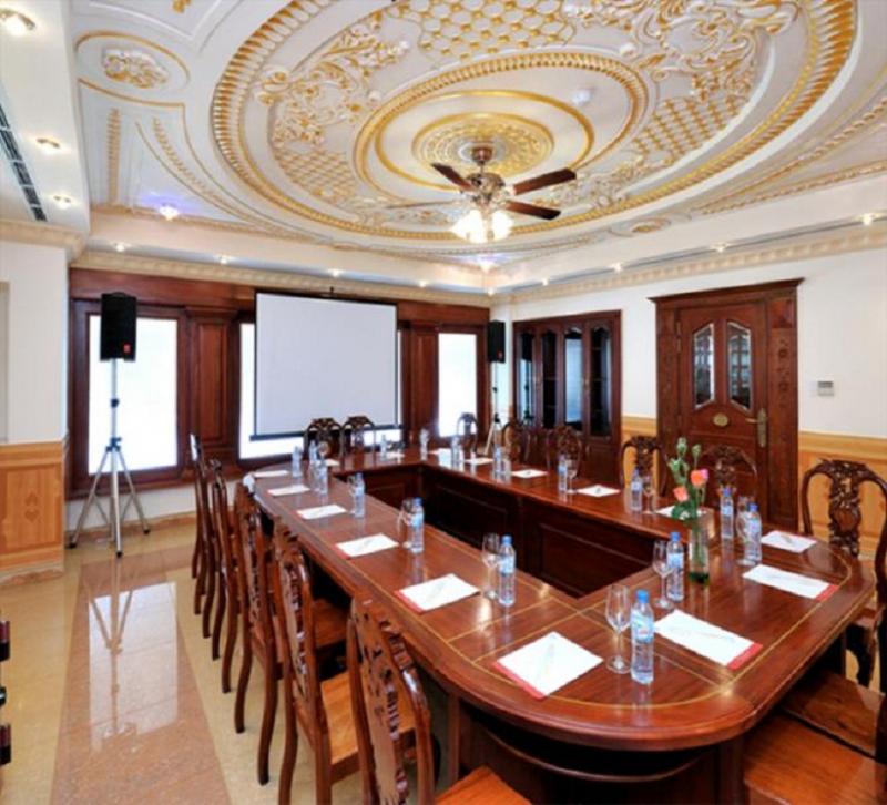 Phòng họp sử dụng trần thạch cao