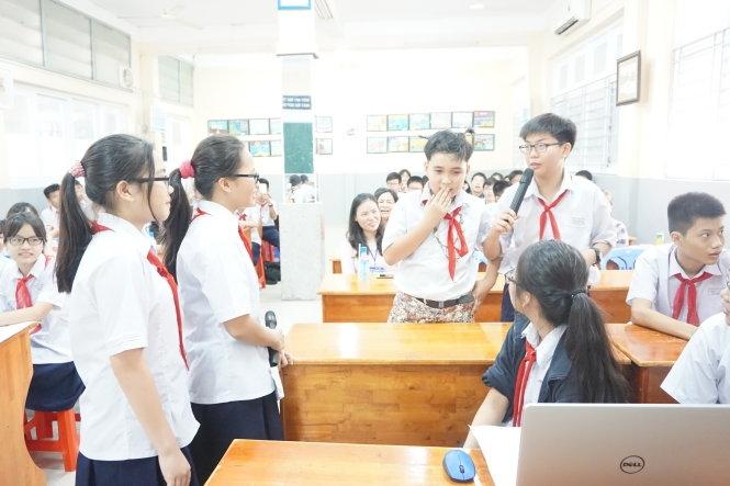Trao đổi, hỏi đáp kiến thức với các bạn học sinh khác