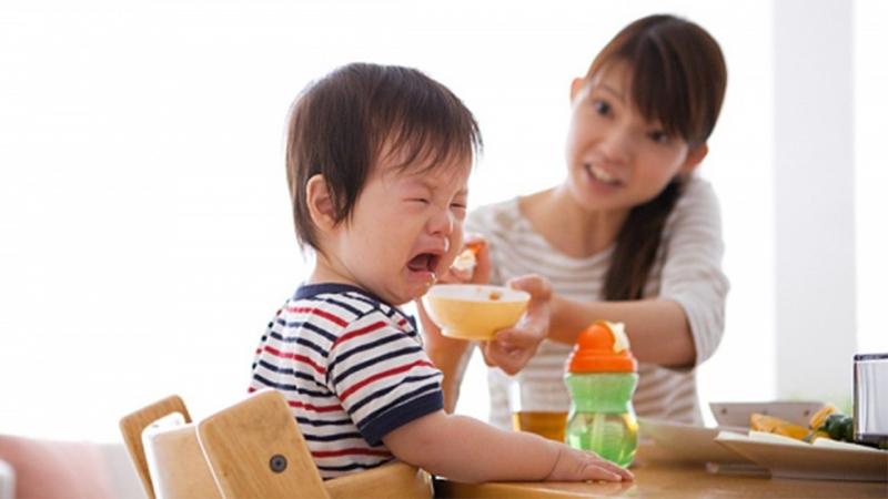 Trẻ chỉ thích ăn cơm với canh