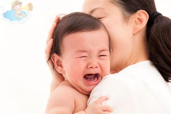 Trẻ hơi có dấu hiệu ốm là lại dùng kháng sinh