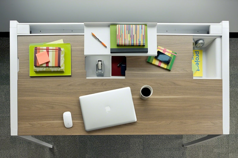 Sắp xếp bàn làm việc gọn gàng