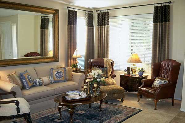 Treo gương sau ghế sofa là đại kỵ phong thủy