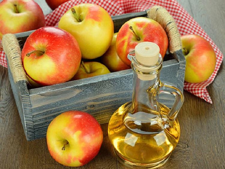 Trị mụn là một trong những công dụng làm đẹp tuyệt vời từ giấm táo
