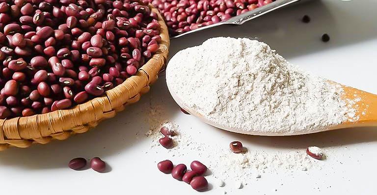 Trị mụn từ bột đậu đỏ