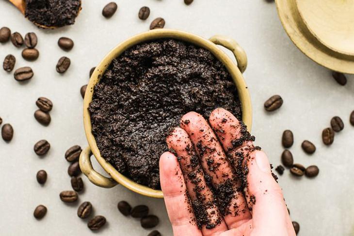 Trị rạn da bằng bã cà phê