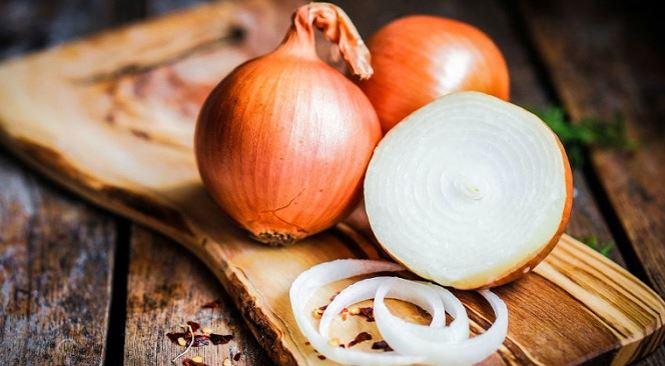 Hành tây là nguyên liệu trị rụng tóc hiệu quả tại nhà