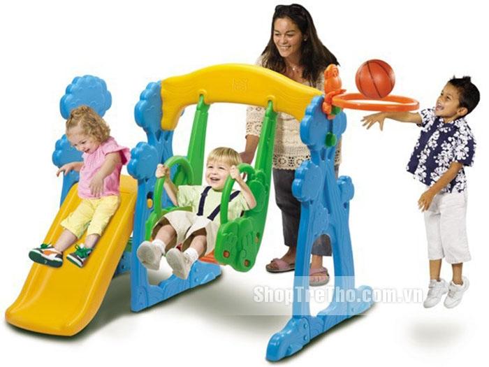 Bố mẹ có thể thực hiện trò chơi cầu trượt với con.