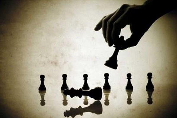 Những người già có nhiều thời gian rảnh có thể lựa chọn hình thức chơi cờ hoặc nhạc cụ để duy trì trí nhớ của mình.