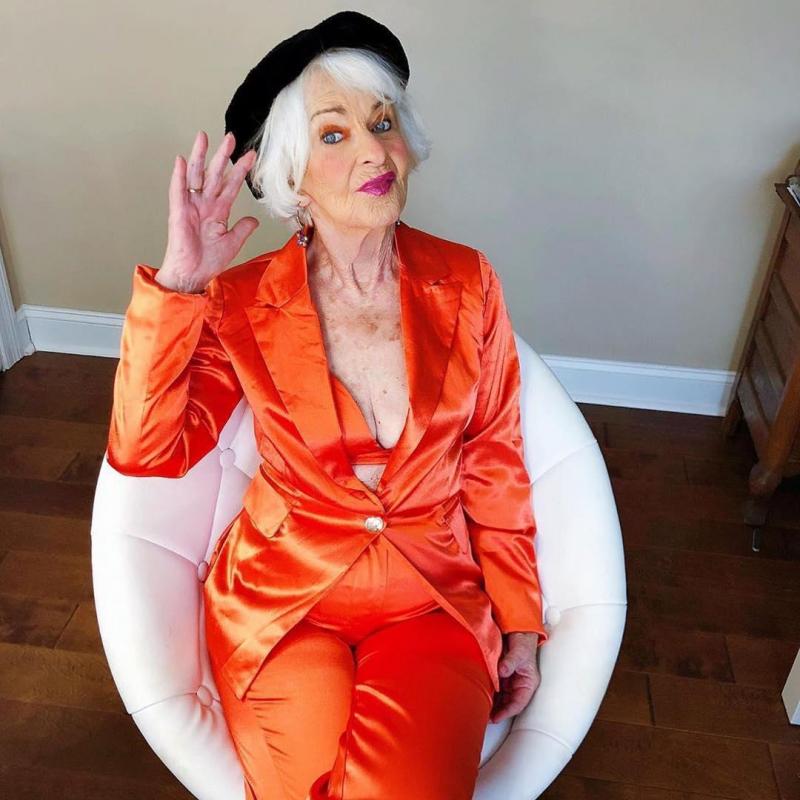 Helen van Winkle dù ở độ tuổi 87 nhưng vẫn rất thời trang và năng động