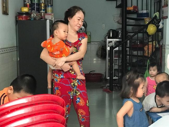 Trông giữ trẻ tại nhà
