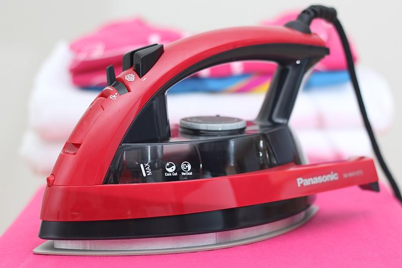 Bàn ủi hơi nước Panasonic NI-W410TSRRA
