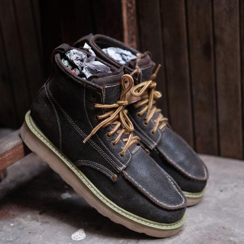 Trùm giày 2hand Jenus là địa điểm dành cho những bạn có ý định sở hữu một đôi giày da lịch thiệp, chất lượng cao và do những thương hiệu nổi tiếng của châu Âu sản xuất.