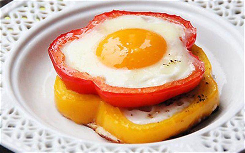 Người cao huyết áp hạn chế ăn trứng