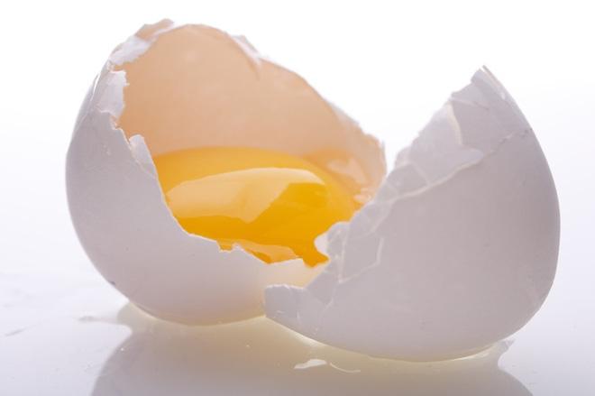 Trứng gà sống