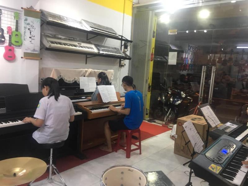 Học nhạc tại trung tâm